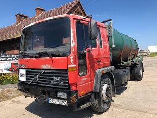 nákladní vozidlo cisterna VOLVO FL618
