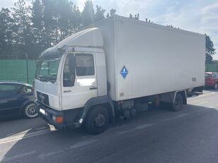 nákladní vozidlo izotermický MAN 11.224 ISOTERMO  PUERTA ELEVADORA