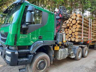 nákladní vozidlo na přepravu dřeva IVECO TRAKKER