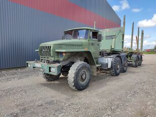 nákladní vozidlo na přepravu dřeva URAL