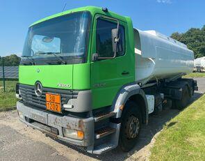 nákladní vozidlo na přepravu pohonných hmot MERCEDES-BENZ 2528L Tankwagen