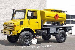 nákladní vozidlo na přepravu pohonných hmot MERCEDES-BENZ UNIMOG 1300