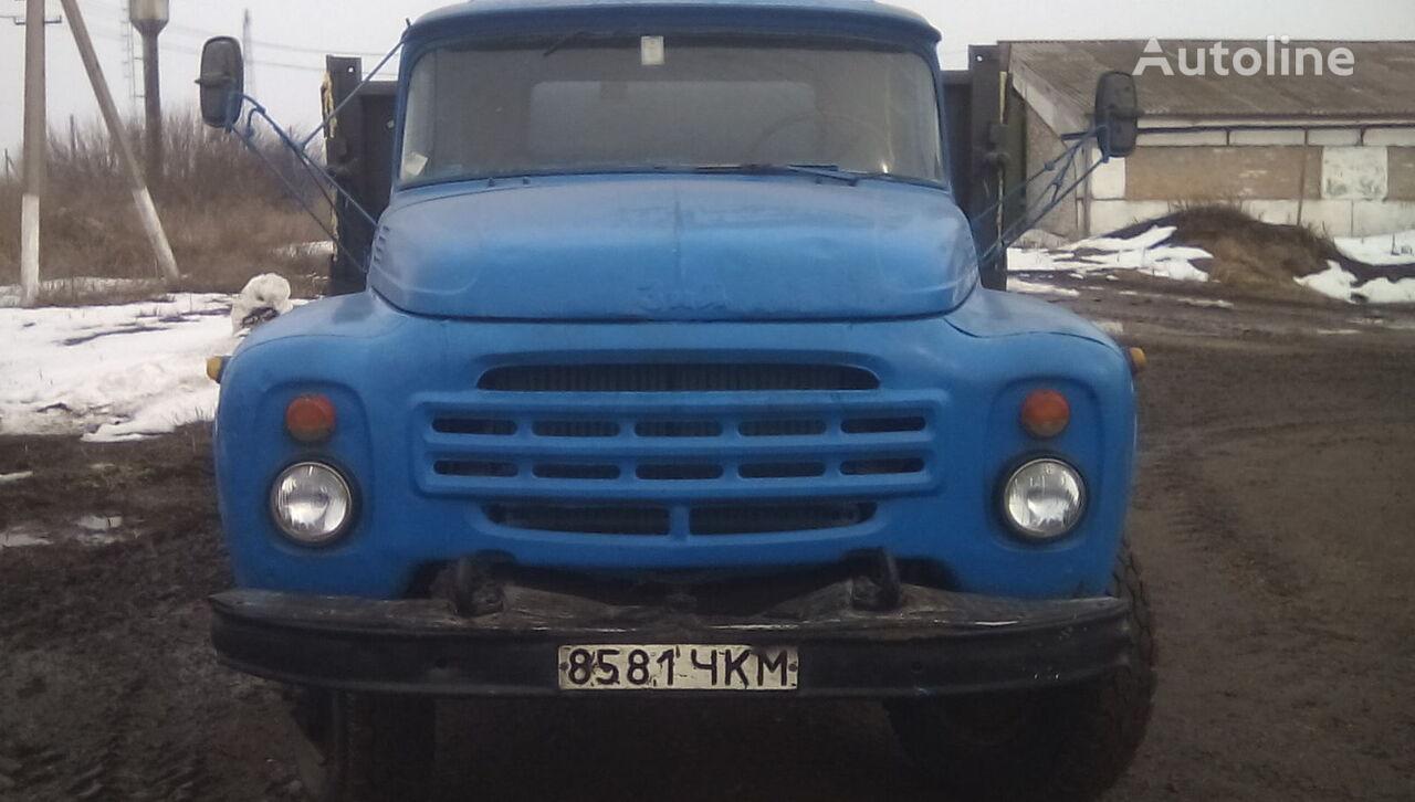 nákladní vozidlo valník ZIL 554