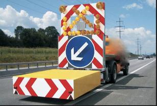 odtahové vozidlo MERCEDES-BENZ tampon signalisation routière