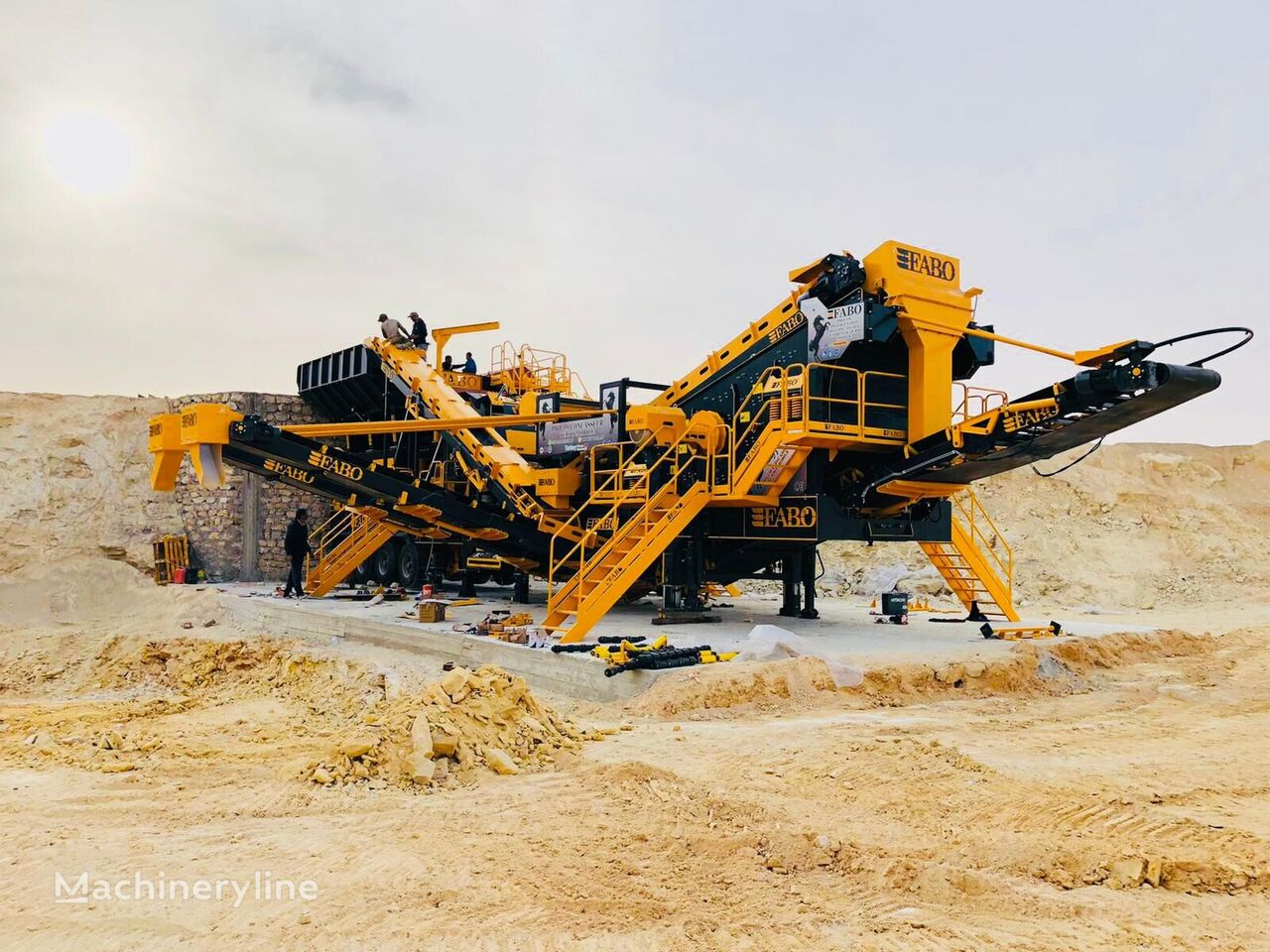 nové mobilni drtič FABO PRO-150 Mobile Limestone Crushing & Screening Plant