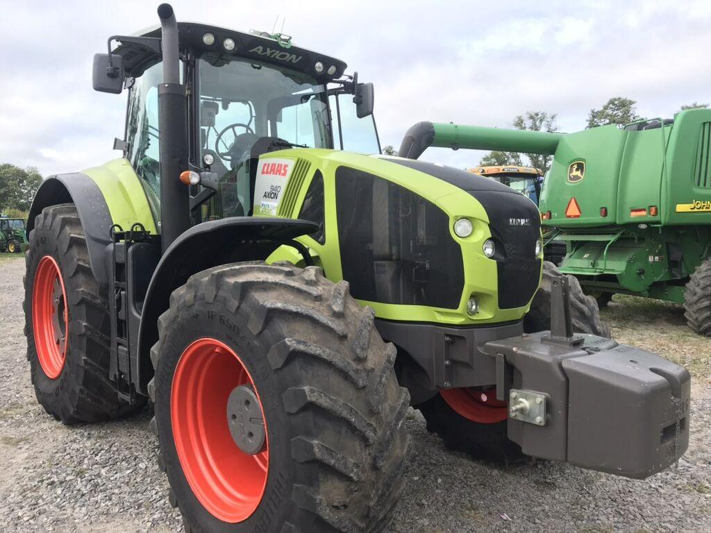 kolový traktor CLAAS Axion 940