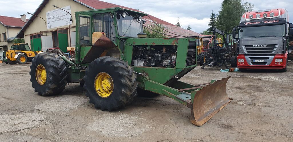 lesní traktor LKT 120