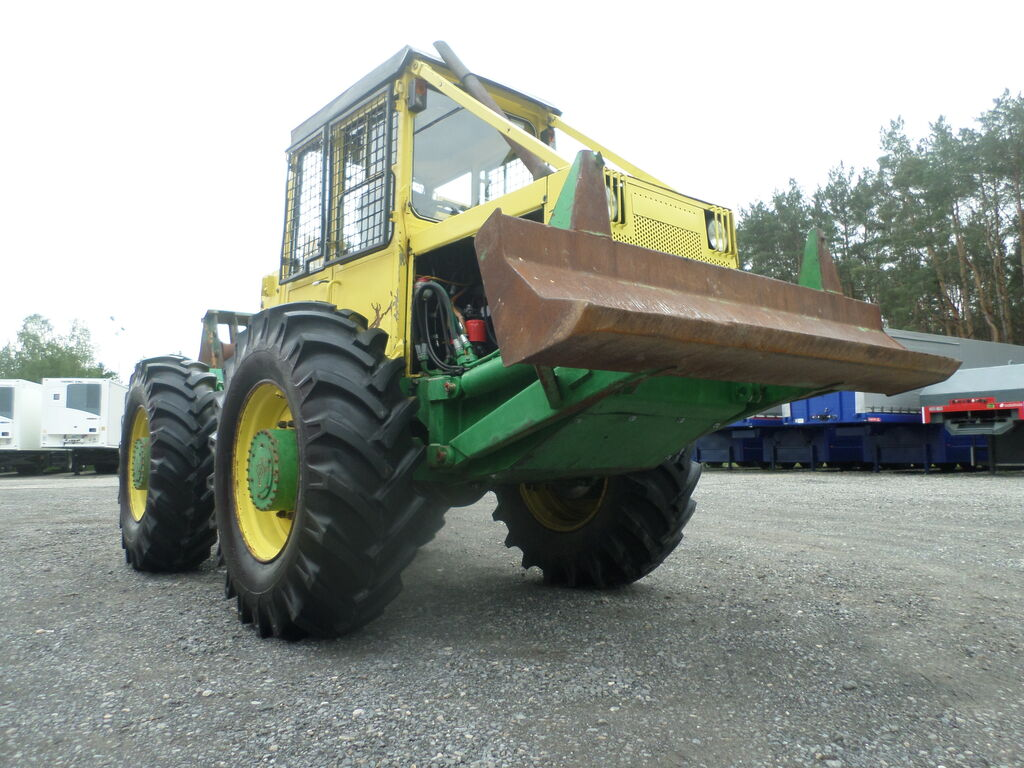 lesní traktor LKT 81